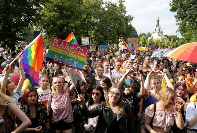 Πολωνία: 25 συλλήψεις για τις ομοφοβικές επιθέσεις στην πρώτη διαδήλωση της ΛΟΑΤΚΙ
