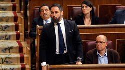La postura con la que Santiago Abascal esperaba el inicio de la sesión de