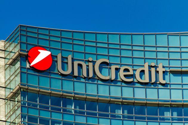 Unicredit valuta un taglio di 10mila posti di lavoro. Duro i