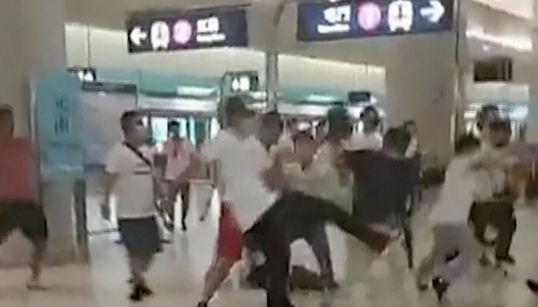 홍콩 경찰이 '백색테러' 용의자 6명을 뒤늦게