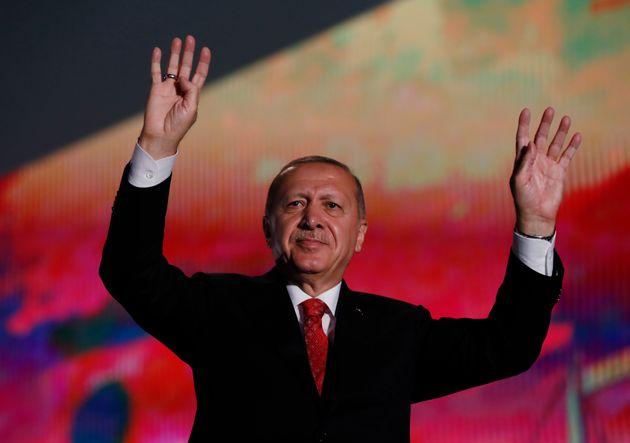 Ο περίεργος τρόπος με τον οποίο ξεκίνησαν οι φήμες περί θανάτου του Ερντογάν (και έγιναν