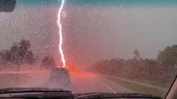 Inizia a filmare per riprendere la pioggia, poi un fulmine lo sfiora di pochi metri