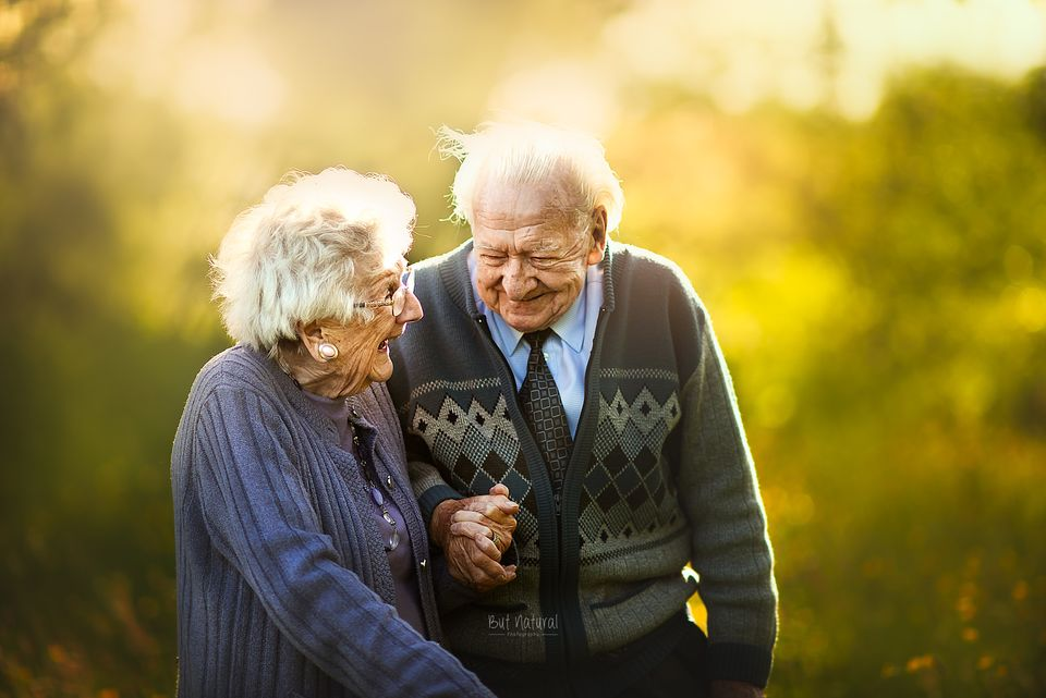This Photographer Asks Elderly Couples To Pose For Engagement ...