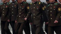 북한 군인 2명이 중국 가정집에서 음식을 훔치다