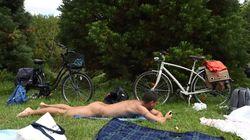 Γυμνιστές σε πάρκο στο Παρίσι διαμαρτύρονται για «ανώμαλους στους θάμνους» που τους χαλάνε την εμπειρία