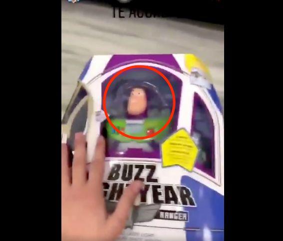 Graba un vídeo de los muñecos de 'Toy Story' y se lleva el susto de su vida: fíjate muy pero que muy
