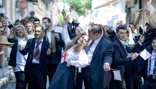 HuffPost Weekend: «Queen Symphonic», Αλκίνοος Ιωαννίδης Solo και «Εκκλησιάζουσες - Η λαϊκή