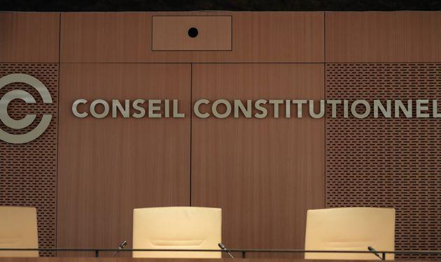 Le Conseil constitutionnel peut être saisi à l'initiative de 60 députés...