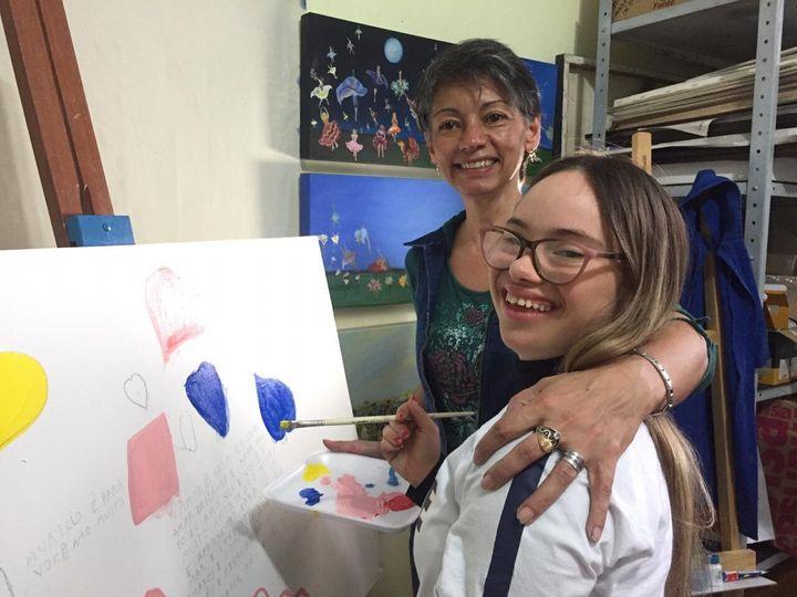 ONG Nosso Olhar visa à inclusão social de jovens com Down por meio da arte e do trabalho.