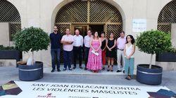 La única concejal de Vox en Sant Joan d'Alacant se aparta del minuto de silencio por una mujer