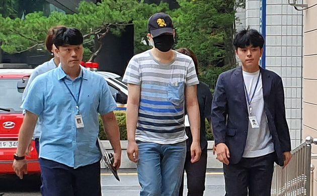 24일 오전 서울 서부지법에 영장실질심사를 받기 위해 출석한