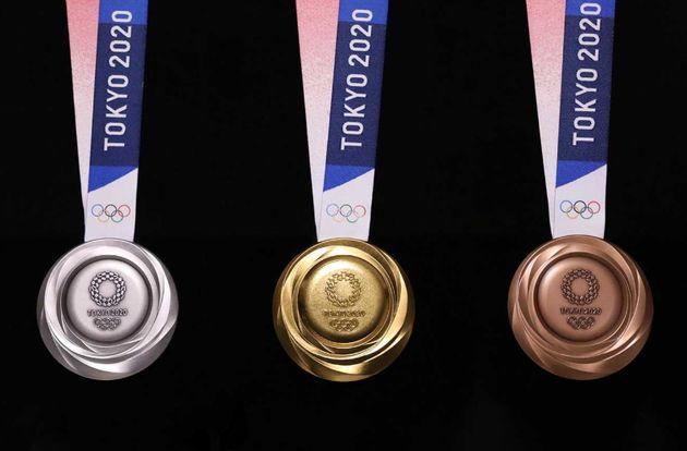 7月24日発表された2020年の東京オリンピックのメダル(裏面)。デザイナーの川西純市さんの案が採用された