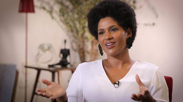 Para Alexandra Loras, inferiorização do negro no Brasil é racismo frontal e