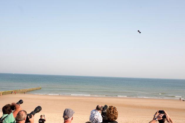 Αποτυχία για τον «Ιπτάμενο άνθρωπο»: Έπεσε στην θάλασσα στην προσπάθειά του να διασχίσει την