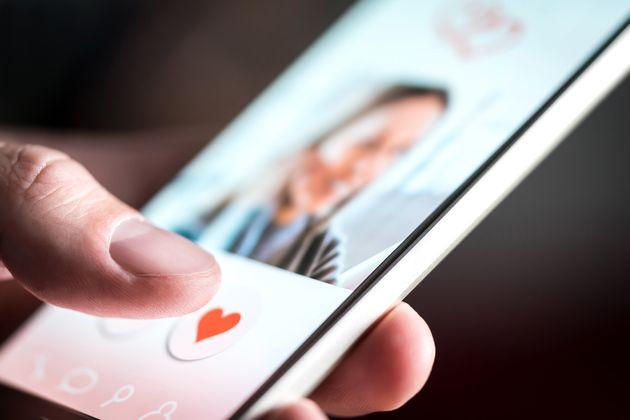 Caso esteja em um destes 70 países, o Tinder irá ocultar usuários que se identificam...