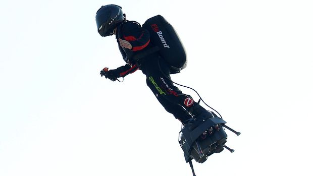 French inventor Franky Zapata takes off on a Flyboard to cross the English channel from Sangatte to Dover, in Sangatte, France, July 25, 2019.  REUTERS/Pascal Rossignol