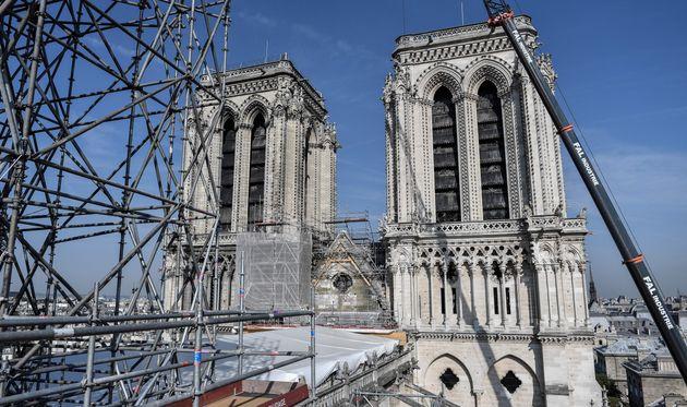 Le chantier de reconstruction de Notre-Dame, ici photographié le 17 juillet, est suspendu pour...
