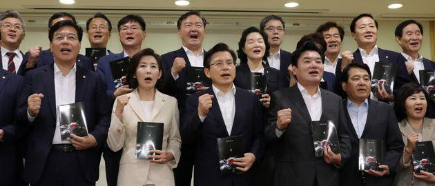 자유한국당의 정당 지지도가 10%대로