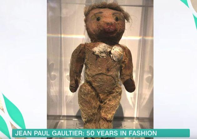 Quand il était enfant, Jean Paul Gaultier avait réalisé un soutien-gorge conique...