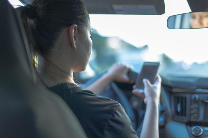 41% des moins de 35 ans ne peuvent pas se passer de leur téléphone plus d'une heure.