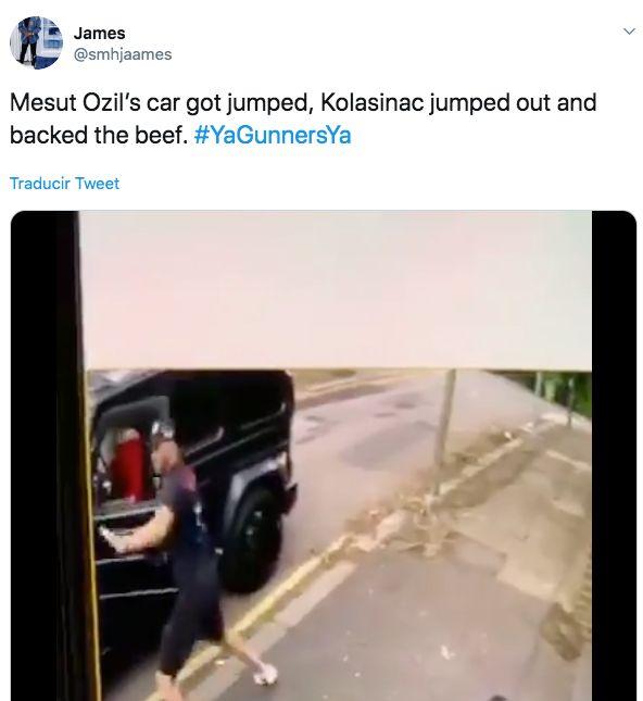Graban como dos personas con cuchillos intentan atracar al exjugador del Real Madrid Mesut