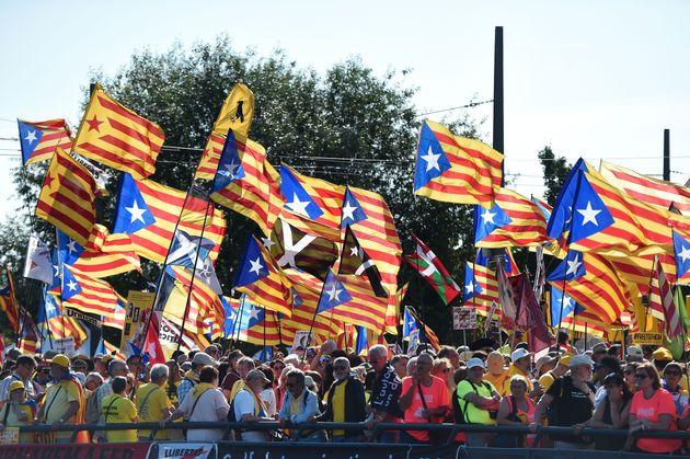 Hay más catalanes en contra de la independencia que a favor por primera vez desde