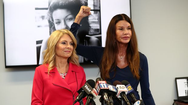 WOODLAND HILLS, CALIFORNIA - JULY 25:  Attorney Lisa Bloom (L) and Janice Dickinson speak during a press conference to announce a settlement in their defamation lawsuit against Bill Cosby at The Bloom Firm on July 25, 2019 in Woodland Hills, California.  Dickinson says she was slandered when Cosby's lawyers claimed her sexual assault allegations were false.  (Photo by Frederick M. Brown/Getty Images)