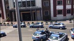 L'omaggio della Polizia per il vicebrigadiere Cerciello: volanti a sirene spiegate al Comando