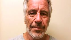 El magnate Epstein, encarcelado por abuso de menores, encontrado herido y semi inconsciente en su