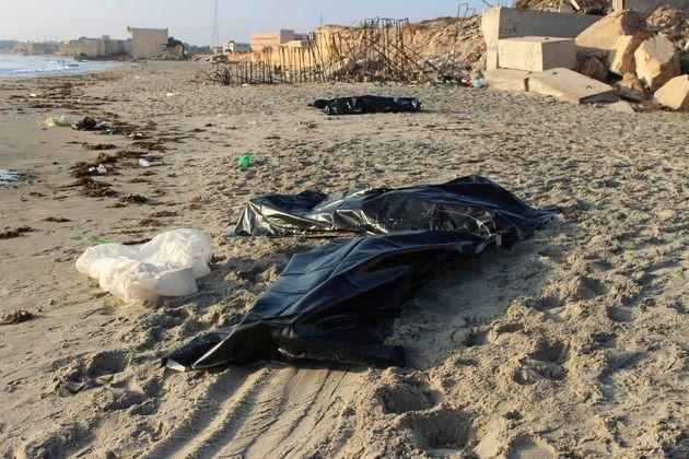 Λιβύη: 62 σοροί μεταναστών περισυνελέγησαν μετά το ναυάγιο στα ανοικτά της