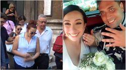 Lacrime e dolore. La vedova di Rega lascia la chiesa con la foto del matrimonio in mano