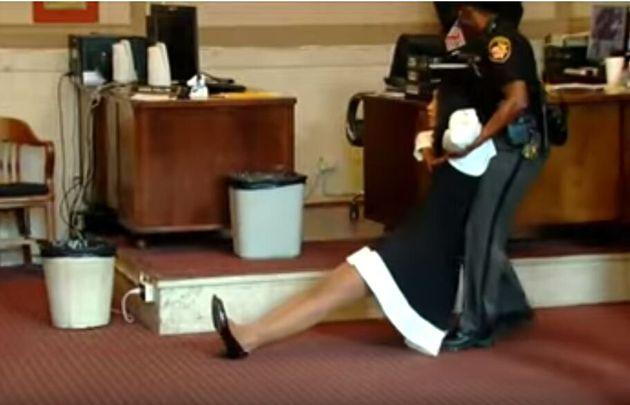 ΗΠΑ: Πρώην εισαγγελέας κατέρρευσε μέσα στο δικαστήριο όταν άκουσε την ποινή
