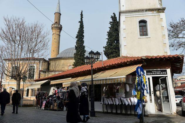 Ένστολος μουσουλμάνος δόκιμος αξιωματικός στο μνημόσυνο