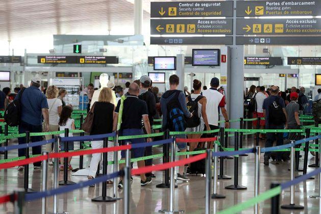 La temporalidad y el abuso de horas extra: las razones para la huelga del personal de tierra de Iberia...