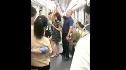 La aplaudida acción de un pasajero en el Metro: ojo a lo que hace el hombre de