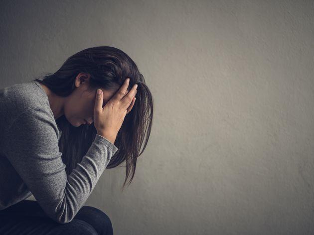 ¿Cómo puedo apoyar a un ser querido que sufre de una enfermedad
