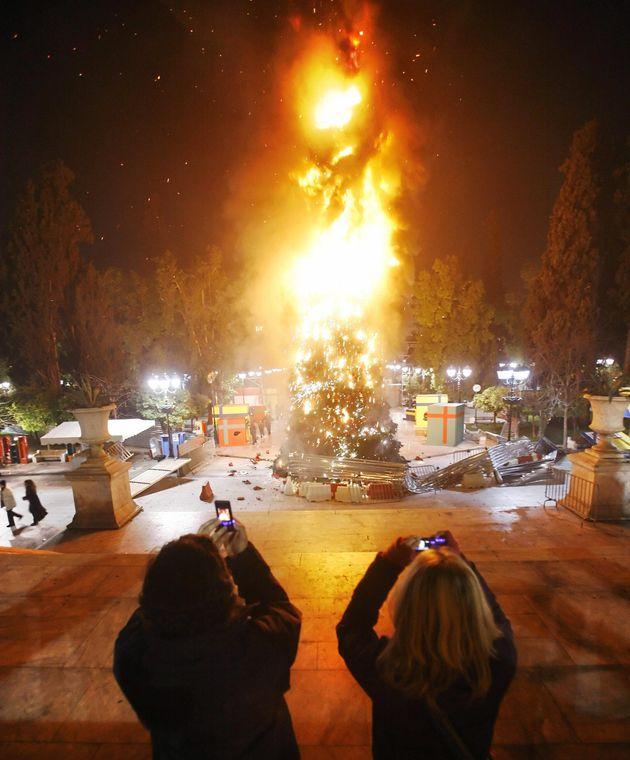 Δικαστική απόφαση: Ευθύνες στην ΕΛΑΣ για τις ζημιές στην Αθήνα τον Δεκέμβρη του 2008 μετά τη δολοφονία