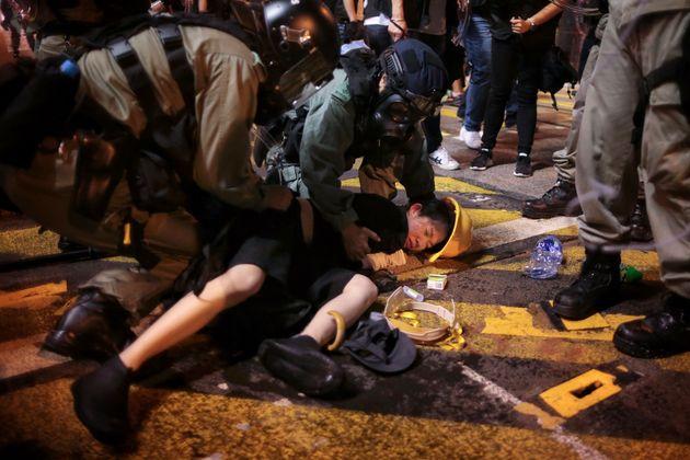 Χονγκ Κονγκ: Αγρια καταστολή διαδηλωτών με δακρυγόνα και πλαστικές