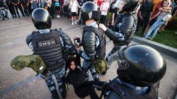 Selon une ONG, la police russe a arrêté 1400 opposants lors d'une manif' à