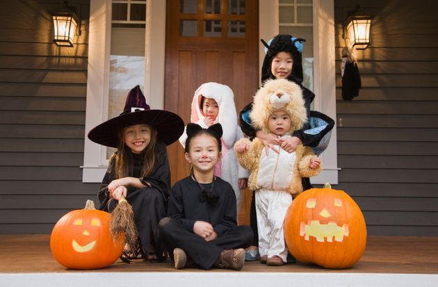 ハロウィンで仮装した子供たち イメージ写真