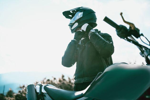 Más sanciones por no llevar casco y guantes obligatorios: el plan de la DGT para reducir las muertes...