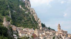 Η αποκατάσταση επιγραφής σε χωριό της Ιταλίας που παραπέμπει στον Μουσολίνι διχάζει την κοινή