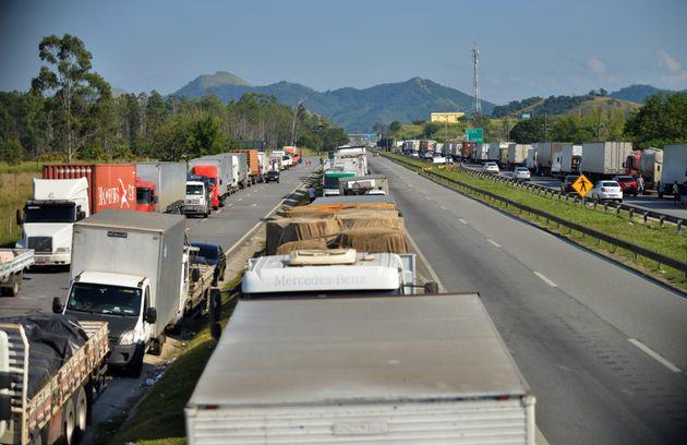 Caminhoneiros chegaram a anunciar uma greve caso o governo não recuasse e atendesse o