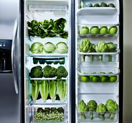 You should know not to store tomatoes in the refrigerator by now, but these other no-nos might come as a