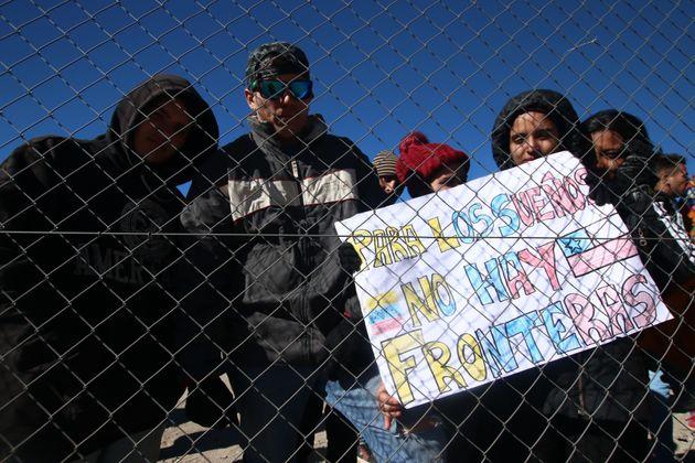 Migrantes venezolanos en la frontera entre Chile y