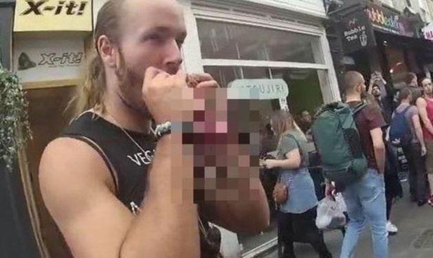 채식 반대 시위자가 런던 한복판에서 다람쥐를 통째로