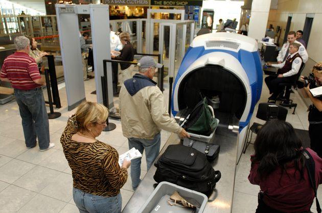 ΗΠΑ: Επιβάτης αεροσκάφους έβαλε στην βαλίτσα του εκτοξευτήρα