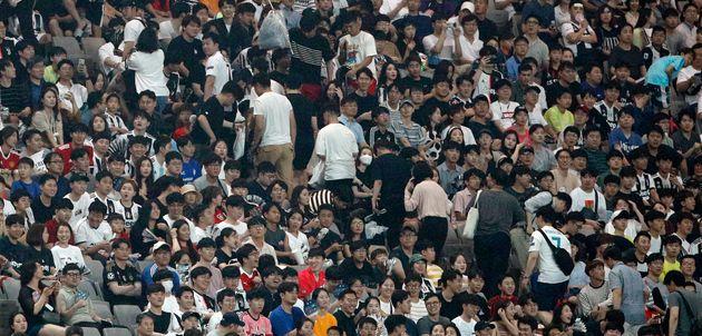 호날두가 전후반 경기 모두 나오지 않자 실망한 팬들이 발걸음을 돌리고