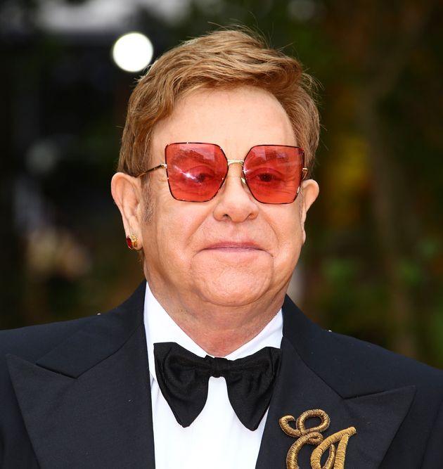 Elton John festeggia i suoi 29 anni da sobrio con un post su