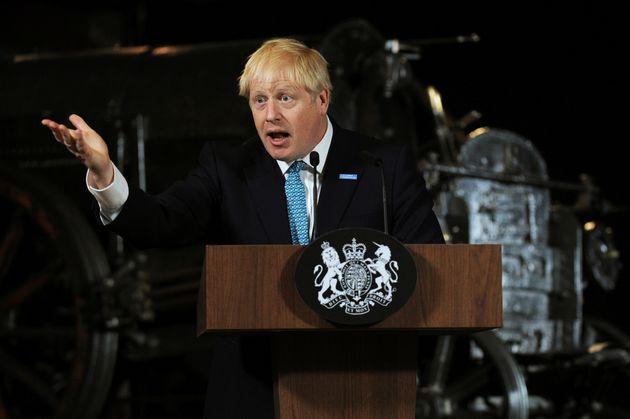 보리스 존슨 영국 총리가 연설 도중 손짓을 하고 있다. 맨체스터, 영국. 2019년